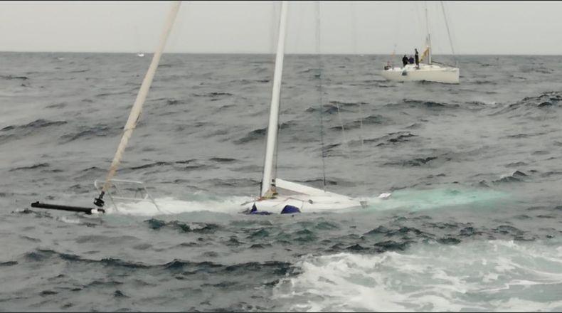 Se hunde un velero durante una regata