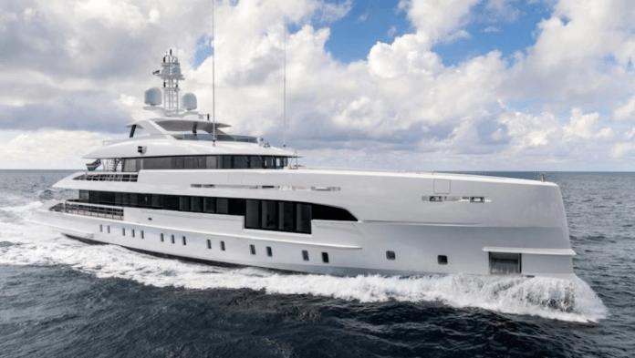 Superyacht híbrido Electra 163 pies
