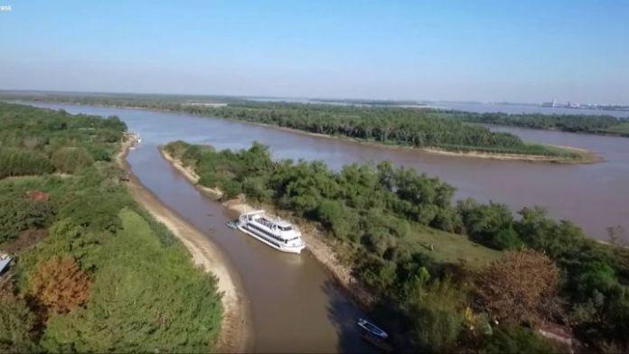 Barco Ciudad de Rosario atrapado en la bajante
