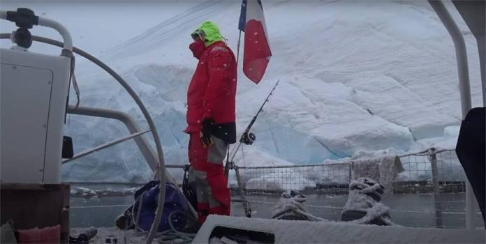 velero en la Antártida