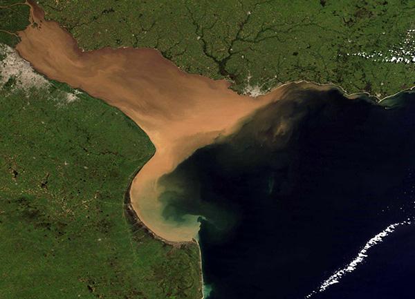 canal con salida al mar Río de la Plata.