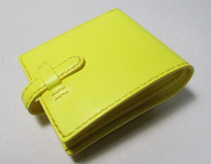 幸せの黄色い二つ折り財布イエロー