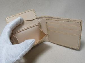 ヌメ二つ折り財布