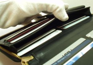 カードもたくさんラウンドファスナー財布レザー