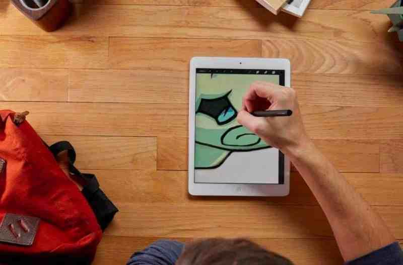 עט סטיילוס Adonit Mark בפעולה /צילום: אתר אמזון