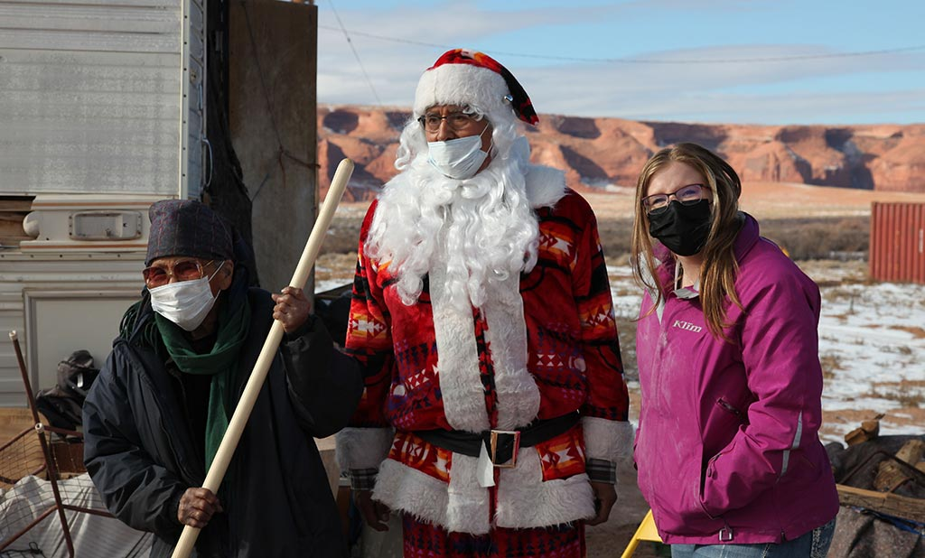 Navajo Santa Family Delivery 2020–Rock Point Chapter House