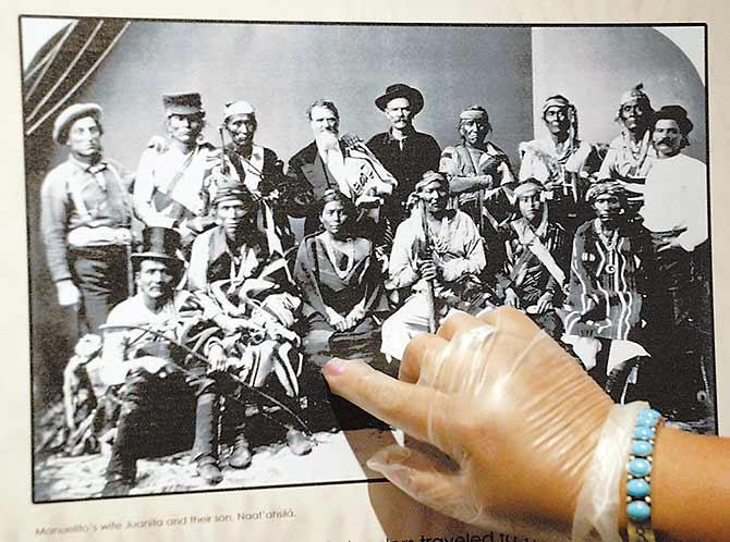 Descendants Of Chief Manuelito Wife Juanita Give