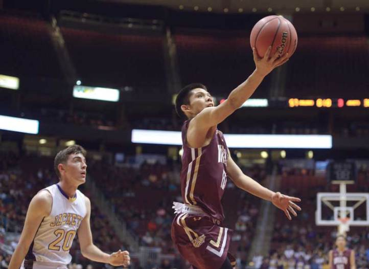 Navajo Times | Donovan Quintero Winslow Bulldog Darius James flies by Yellow Jacket Seth Chavez (20) and takes the ball to the basket Monday in Glendale, Ariz.