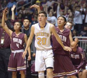 Navajo Times | Donovan Quintero Blue Ridge Yellow Jacket Seth Chavez (20) looks to see if Winslow's Ricardo Villanueva's three-point shot goes into the basket Monday during the Arizona 3A boys championship game in Glendale, Ariz.