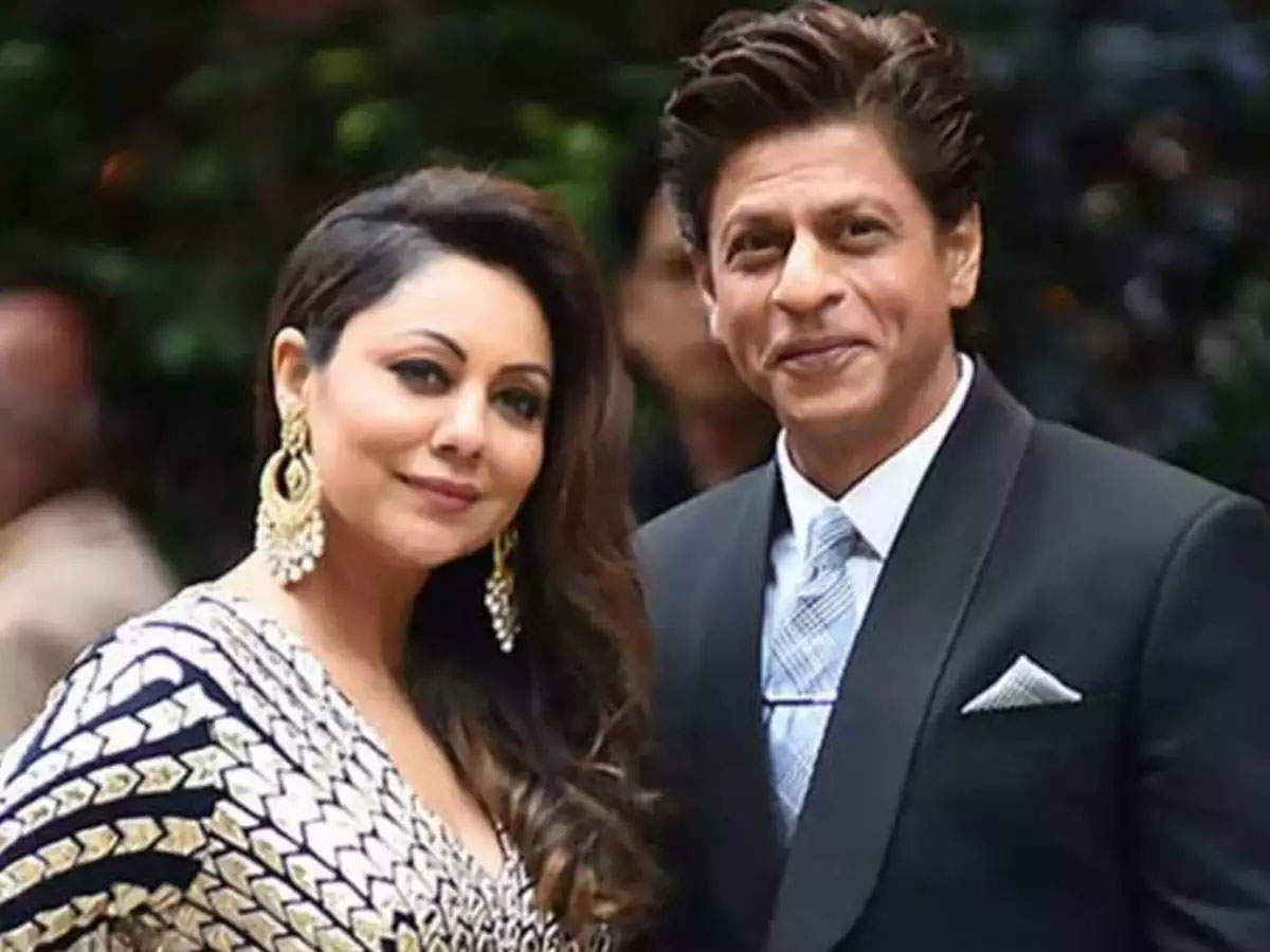 When Gauri got the trophy, Shah Rukh Khan said – Someone is getting awards at home