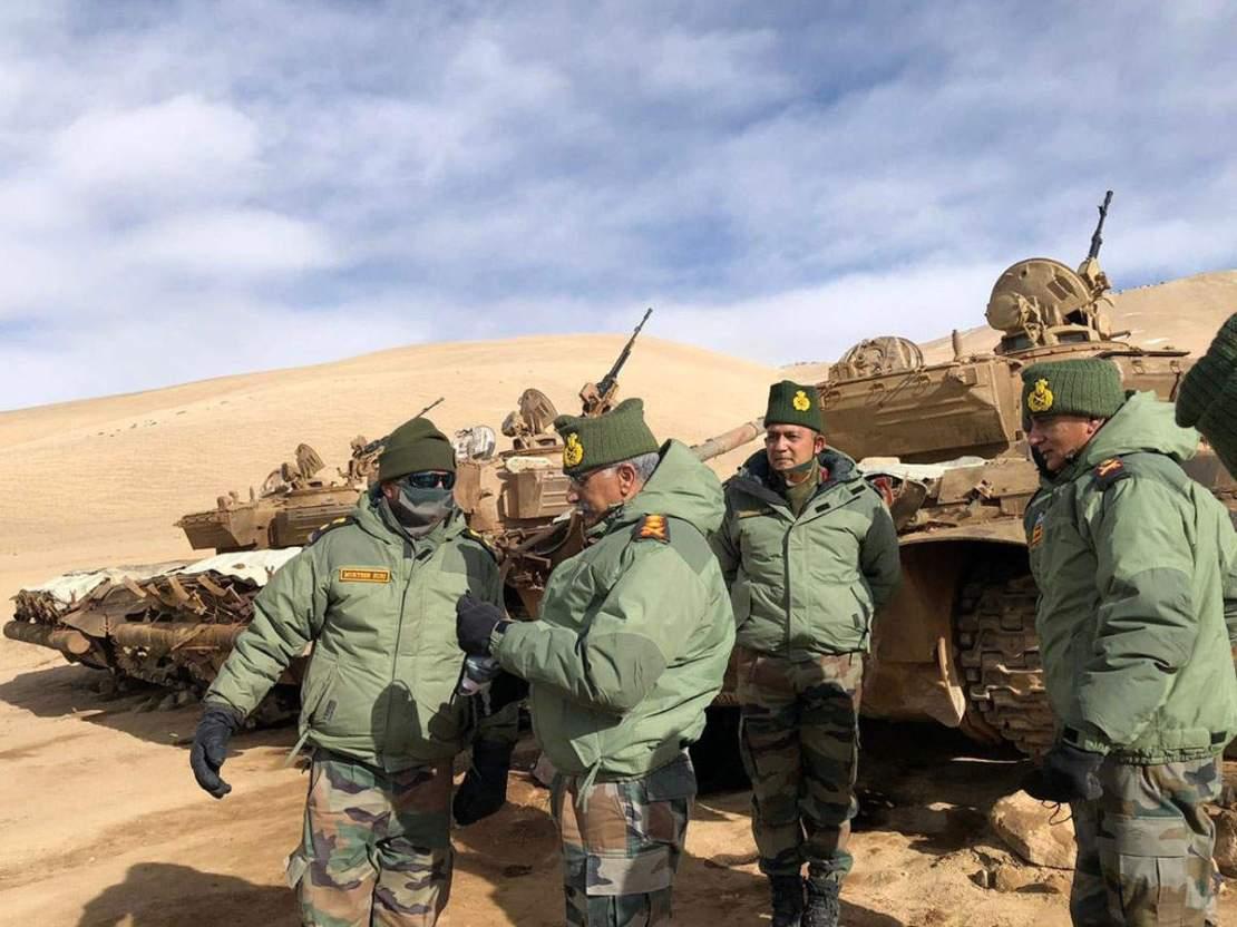 चीन पर नजर, आर्मी चीफ ने लेह का दौरा कर तैयारियों का लिया जायजा