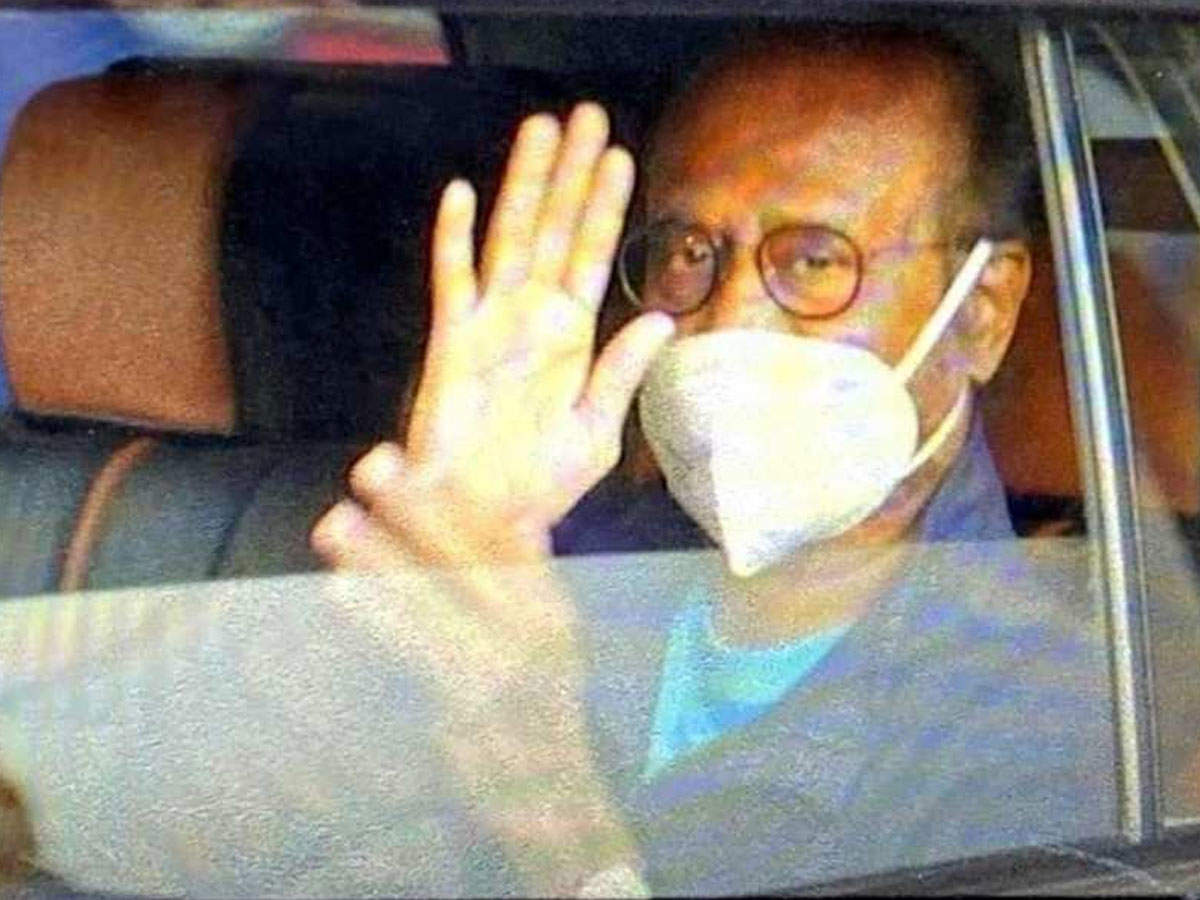 Rajinikanth arrives home after being discharged from hospital, welcomes 'Thalaivaa' with Aarti