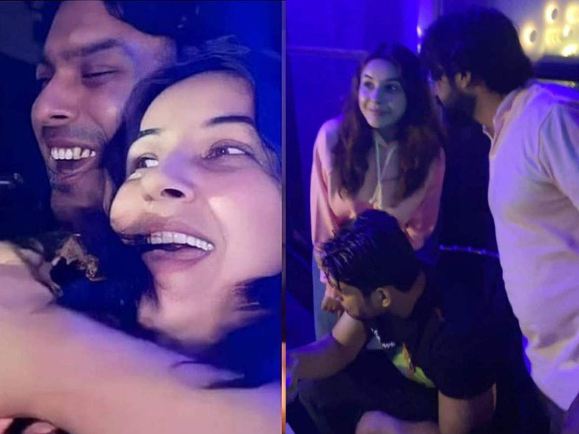 INSIDE VIDEOS: Sizzling dancing on the table with DJs and having fun in Shahnaz, Goa