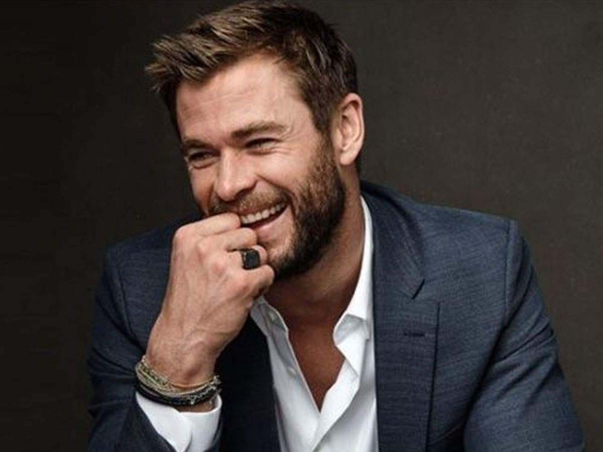 Chris Hemsworth India trip viral photo: When the great actor Chris Hemsworth tried to kiss a cow in India