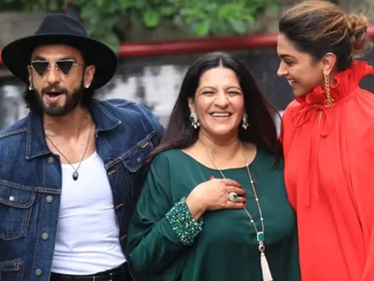 Ranveer Singh Bar Bar Din Ye Aaye for his mother: Ranveer Singh sings Bar Bar Din Ye Aaye for his mother