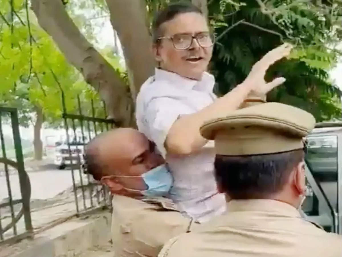 Amitabh Thakur: Amitabh Thakur: Arrested at 2.30 pm … Medical, wife Nutan Thakur accused the government