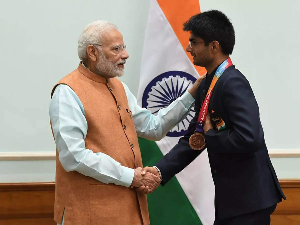 Prime Minister Modi congratulated Noida DM Suhas
