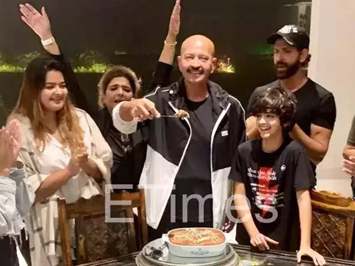 Rakesh Roshan's Birthday: Hrithik joins his children to celebrate Rakesh Roshan's 72nd birthday