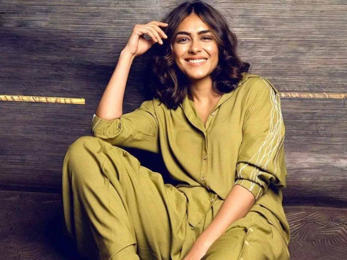 Mrinal Thakur Virat Kohli: Jersey actress Mrinal Thakur revealed that she was madly in love with Virat Kohli