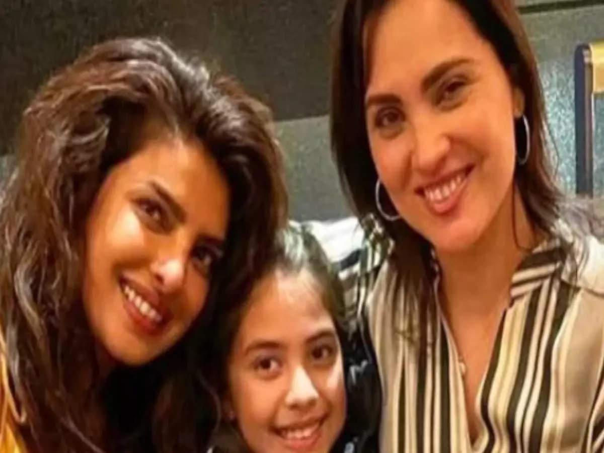Priyanka Chopra: Priyanka Chopra meets Lara Dutta girl and celebrates 21 years of friendship