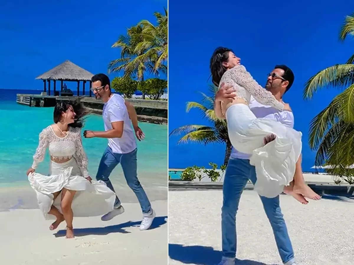 Hina Khan and Rohit Roy in Maldives: Romantic video of Hina Khan and Rohit Roy from Maldives vacation went viral: Video: Funny video of Hina Khan and Rohit Roy having fun at the beach in Maldives
