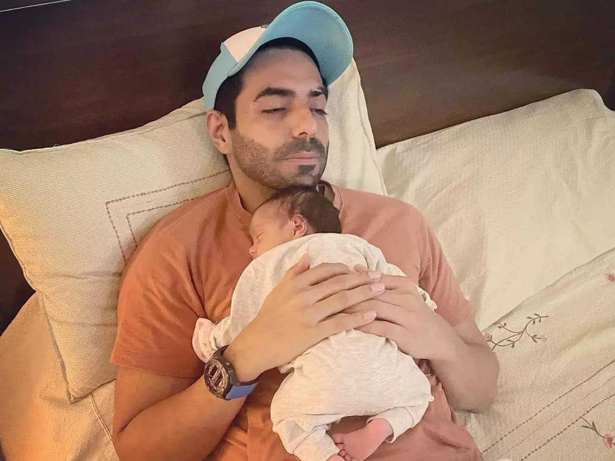 Apashakti Khurana photo with her baby Arzoi