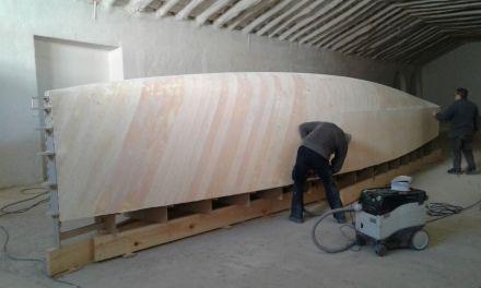 Construcción del casco de un velero con materiales compuestos