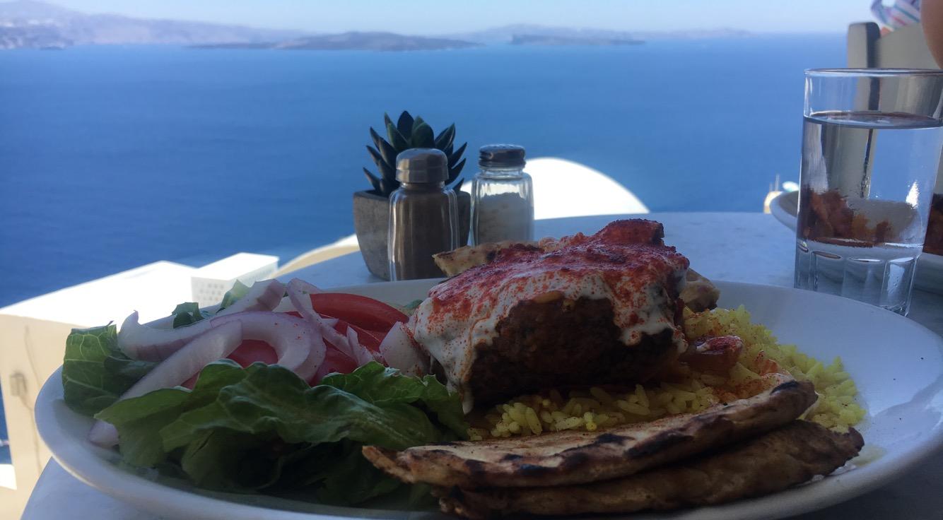 Restaurant avec vue sur l'océan à Santorin