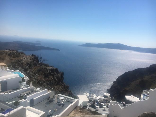 La vue sur l'eau à Santorin