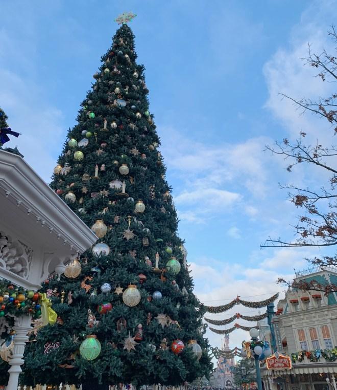 Sapin de Noël pour parler des destinations où passer Noël