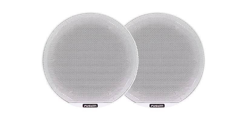 Fusion Signature Vergleich der Grill-Arten - weiße Lautsprecher mit Klassik Grill