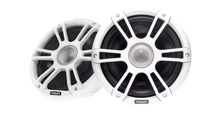 Fusion Signature Vergleich der Grill-Arten - weiße Lautsprecher mit Sport Grill
