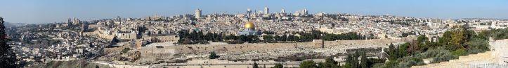1500px-Panorámica_de_Jerusalén_desde_el_Monte_de_los_Olivos