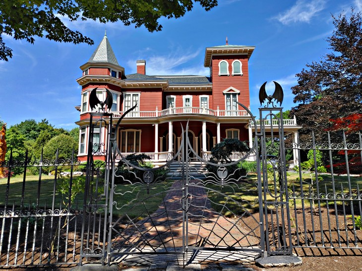 Stephen King's home, Bangor Maine, real life Derry