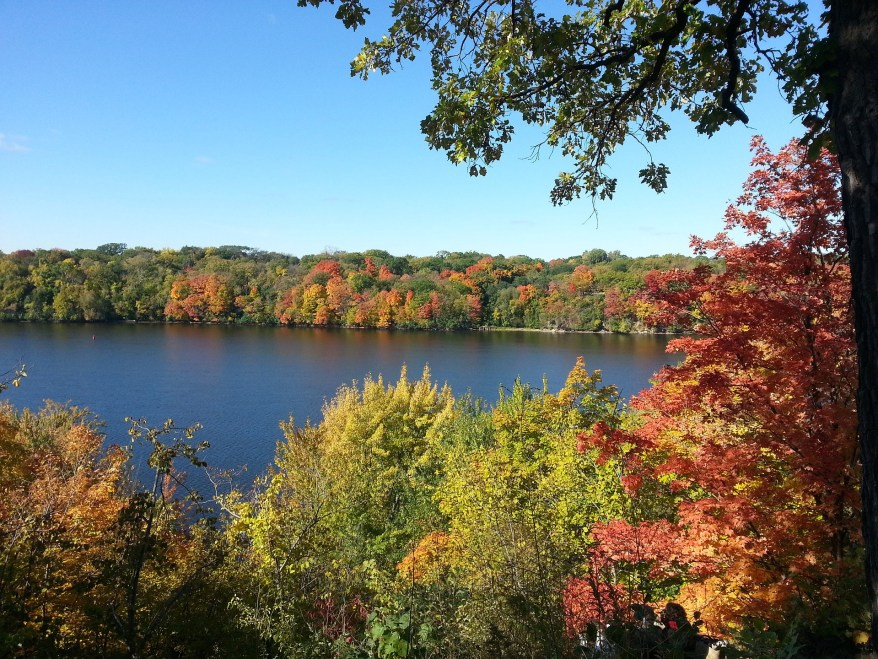 Great River Drive, fall foliage in the US