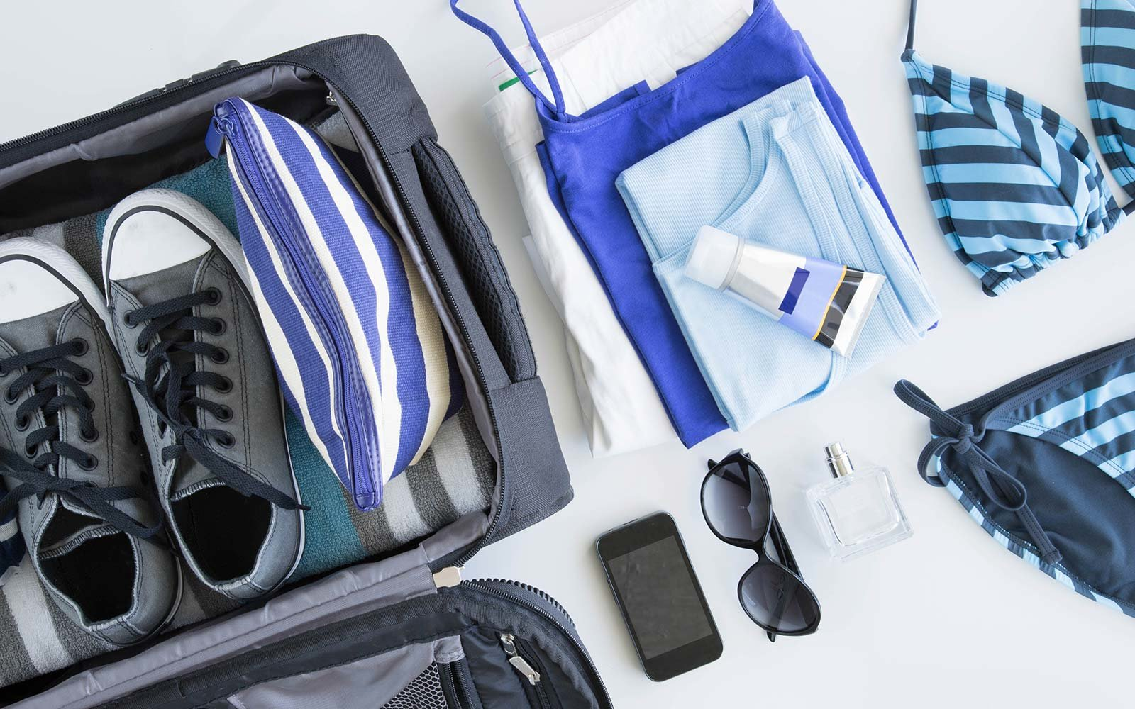 Packing Cubes vs. Rolling: Which is Best?