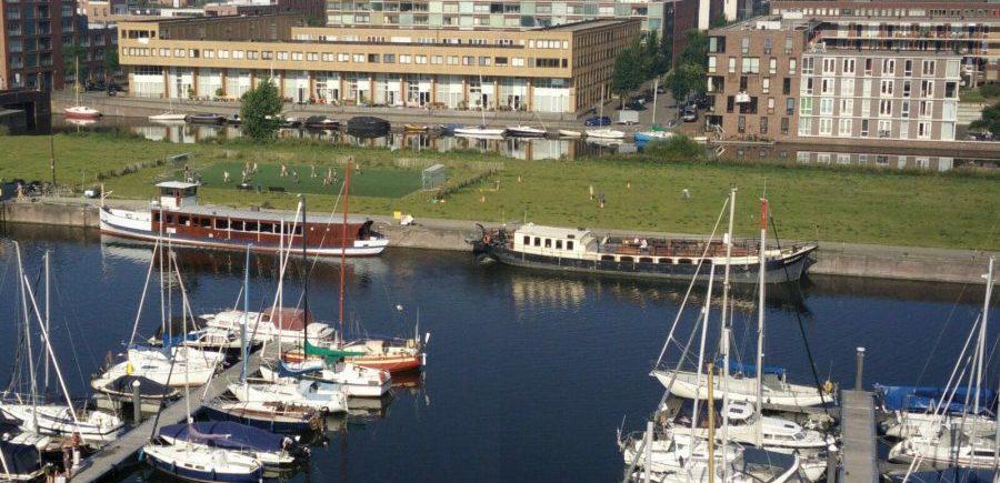 Ligplaats van partyschip sailboa en salonboot elvira is in de haven van ijburg. neem contact met ons op voor de mogelijkheden.