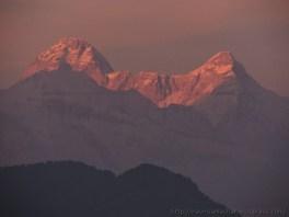 हिमालय की नंदा देवी छोटी पर सूर्य की पहली किरणें