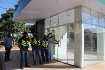 Prefeita Rhaiza Matos ao inaugurar e entregar os abrigos para mototaxistas de Naviraí (1)