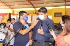Prefeita Rhaiza Matos, vereadores Ricck e Regivan, e gerentes municipais participaram da vacinação de policiais civis, militares e bombeiros de Naviraí (11)