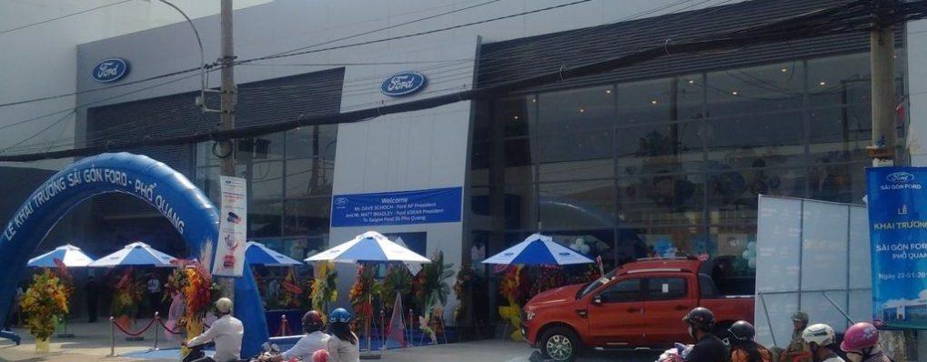 Thi công nhôm kính showroom Ford