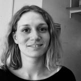 """Hvad er det udsatte ved en socialt udsat patient? Katrine Jensen, læser Folkesundhedsvidenskab på Københavns Universitet: """"I den her sammenhæng er det folk, der ikke kan navigere i systemet eller folk, der ikke kan tage til lægen selv. Det er egentlig bare mennesker, der har brug for en ven eller en pårørende, som sidder ved siden af dem og hjælper dem i situationen."""""""