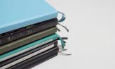 En stak af Jades bullet journals.