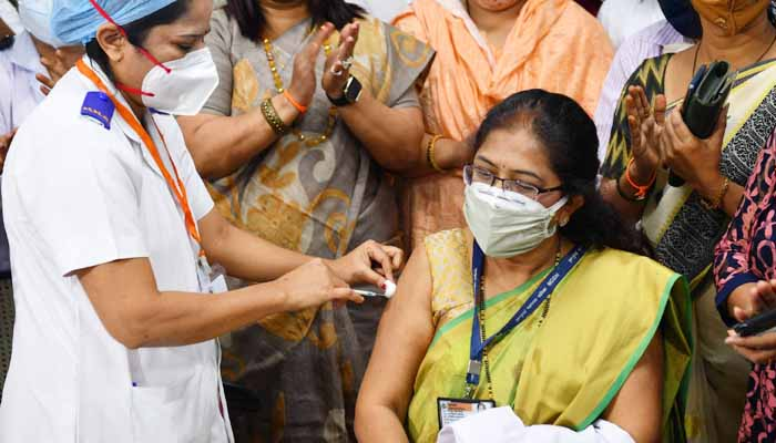 Society is paying its debt, by applying Corona's first vaccine to health workers, Modi,