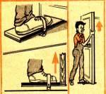 Пристрій для зняття і навішування дверей