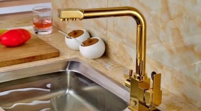 кухонный смеситель с краном для питьевой воды