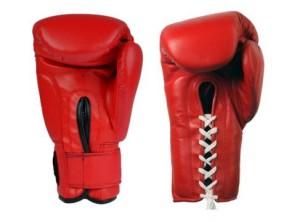 Боксерские перчатки на липучке и шнуровке - в чем разница