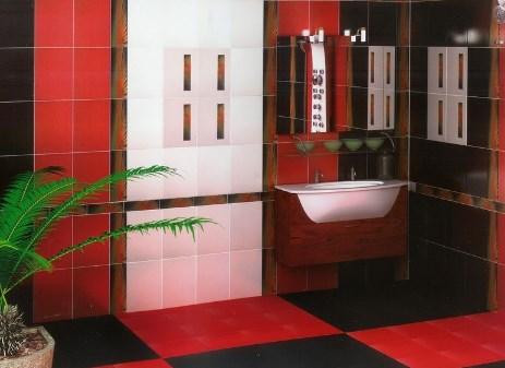 Красная плитка в ванной комнате. Фото