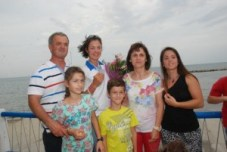 Η Κατερίνα Νικολαϊδου με μέλη της οικογένειάς της