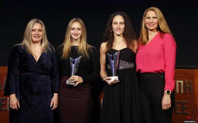 """Βραβεύτηκε απο την Ε.Ο.Ε το """"Χρυσό"""" δίδυμο της Ελληνικής κωπηλασίας Χριστίνα Μπούρμπου- Μαρία Κυρίδου"""